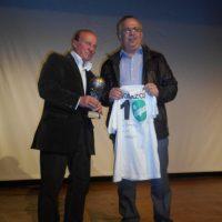 Κύπελλο στον Μίμη Δομάζο απένειμε ο δήμαρχος Χαλκιδέων