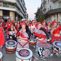 Παρέλαση καρναβαλιστών και αρμάτων και Λευκή Νύχτα στη Χαλκίδα
