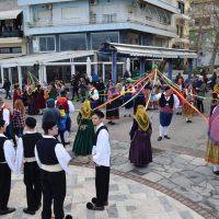700 χορευτές έπλεξαν Γαϊτανάκια και χόρεψαν Καβοντορίτικο κατά μήκος της παραλίας Χαλκίδας